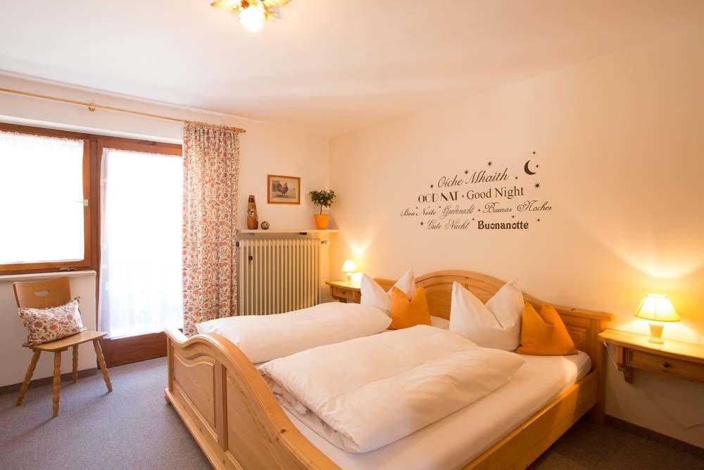 Schlfzimmer mit Doppelbett der Wohnung Nr. 3 Wilma
